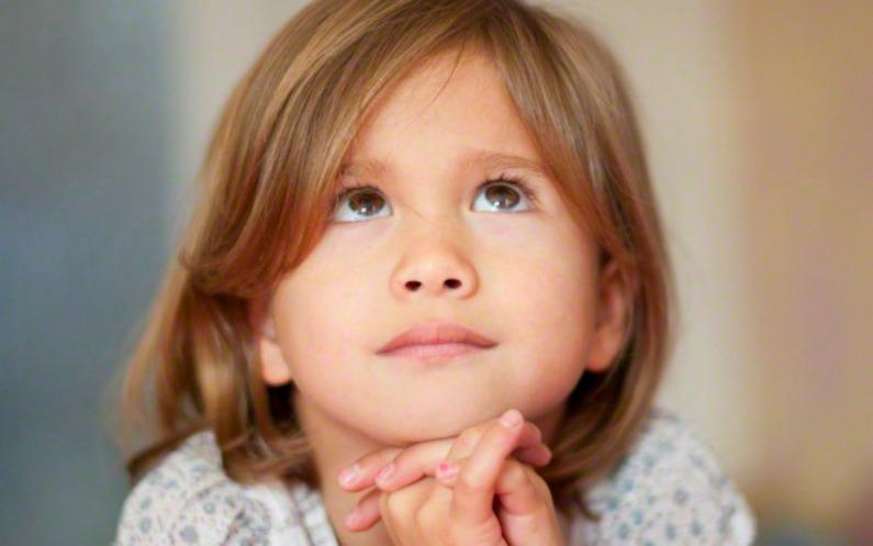 自分らしくあるために祈るモルモン教の子ども