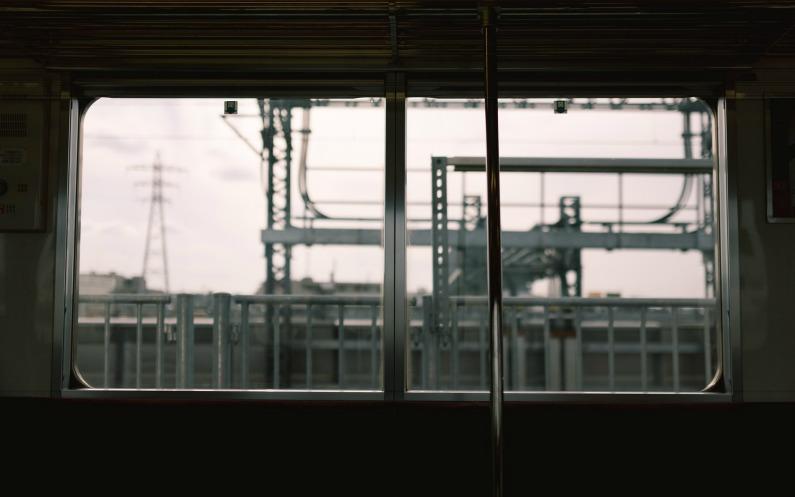 電車の中から見る風景