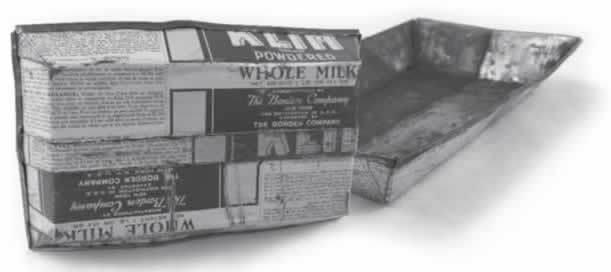 粉ミルクのパッケージと粉ミルク缶でできた耐熱皿缶でできた耐熱皿